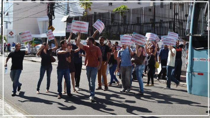 SINFARCE realiza mobiliza��o e Farmac�uticos fecham Costa Barros em prol de melhorias